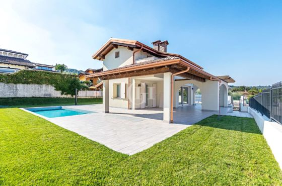 New Single Villa with Pool