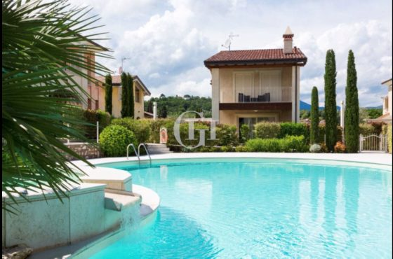 Detached villa with private garden
